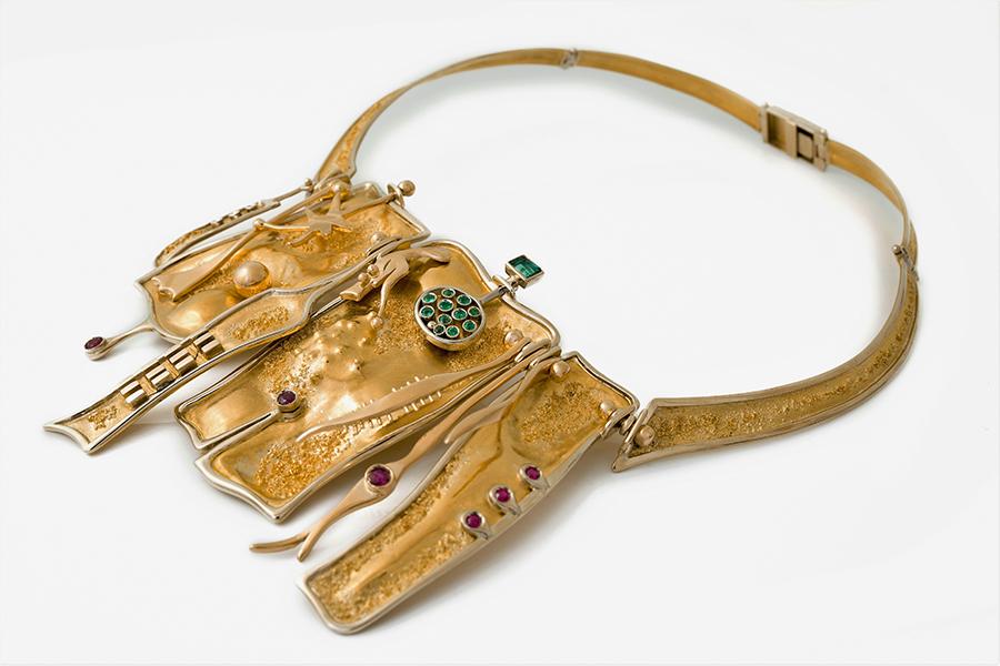 Collana, 1964, oro puro, oro rosso, oro bianco, smeraldi, rubini. Ph.Michele Porcari