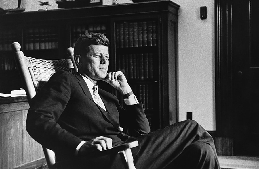 JFK Rocking Chair_photo Cecil Stoughton, JFK Library-min