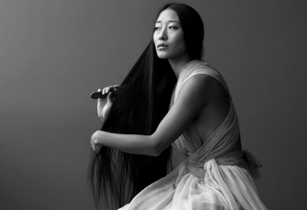 Questa immagine ha l'attributo alt vuoto; il nome del file è mame-moda-YIQING-YIN-LEREDE-DI-MONSIER-PAUL-POIRET-portrait.jpg